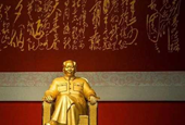 $16 Million Gold Mao Statue Unveiled In China