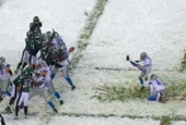Lions Kicker Falls Down Like Charlie Brown On An Extra Point Attempt In The Snow